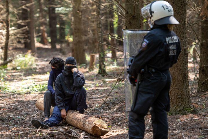 Aktivisten und die Polizei: Kleine Zwischenfälle