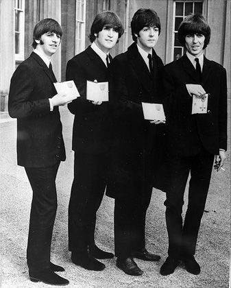 "Ringo Starr, John Lennon, Paul McCartney und George Harrison nach der Verleihung des Ordens ""Member of the British Empire"" 1965: Besonders zäher Fall"