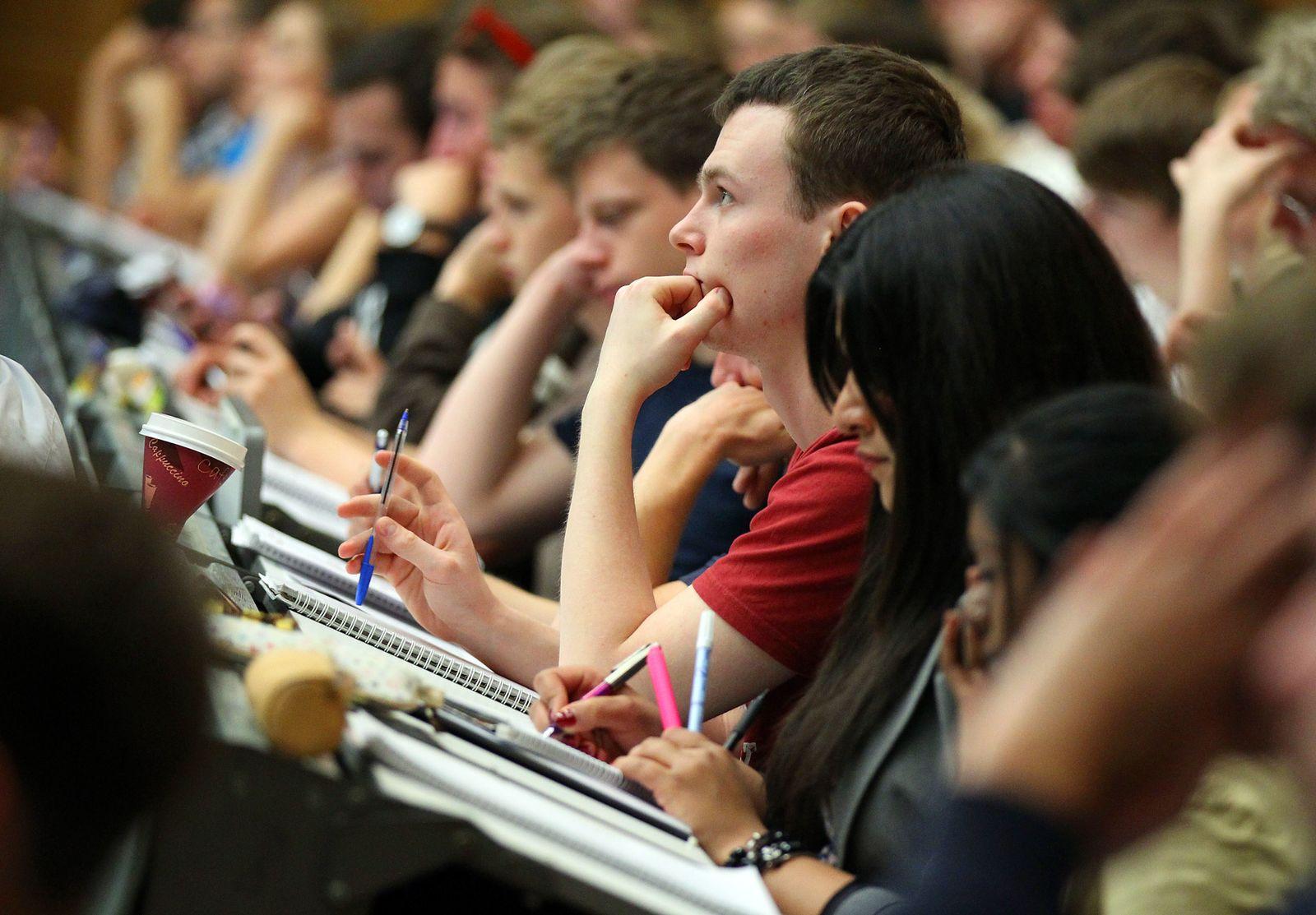Studenten im Hörsaal / Vorlesung