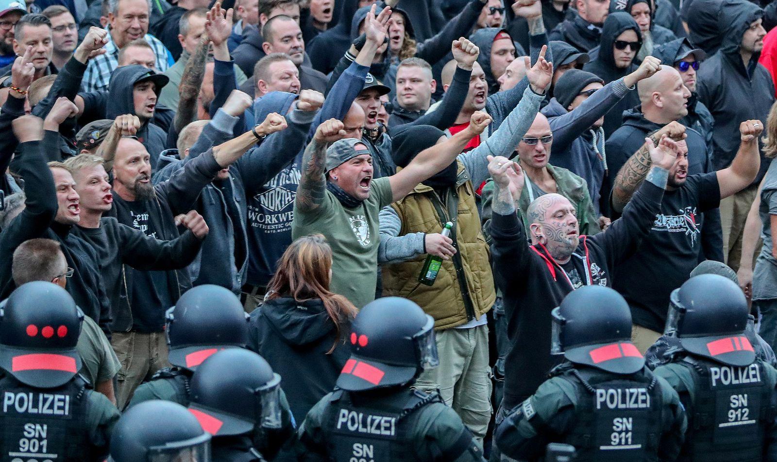 Chemnitz - Demonstranten aus der rechten Szene