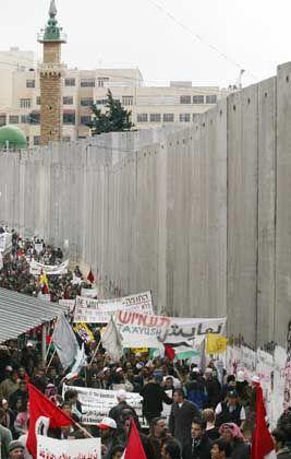 Ostjerusalemer Vorort Abu Dis: Von der Trennmauer zerschnitten