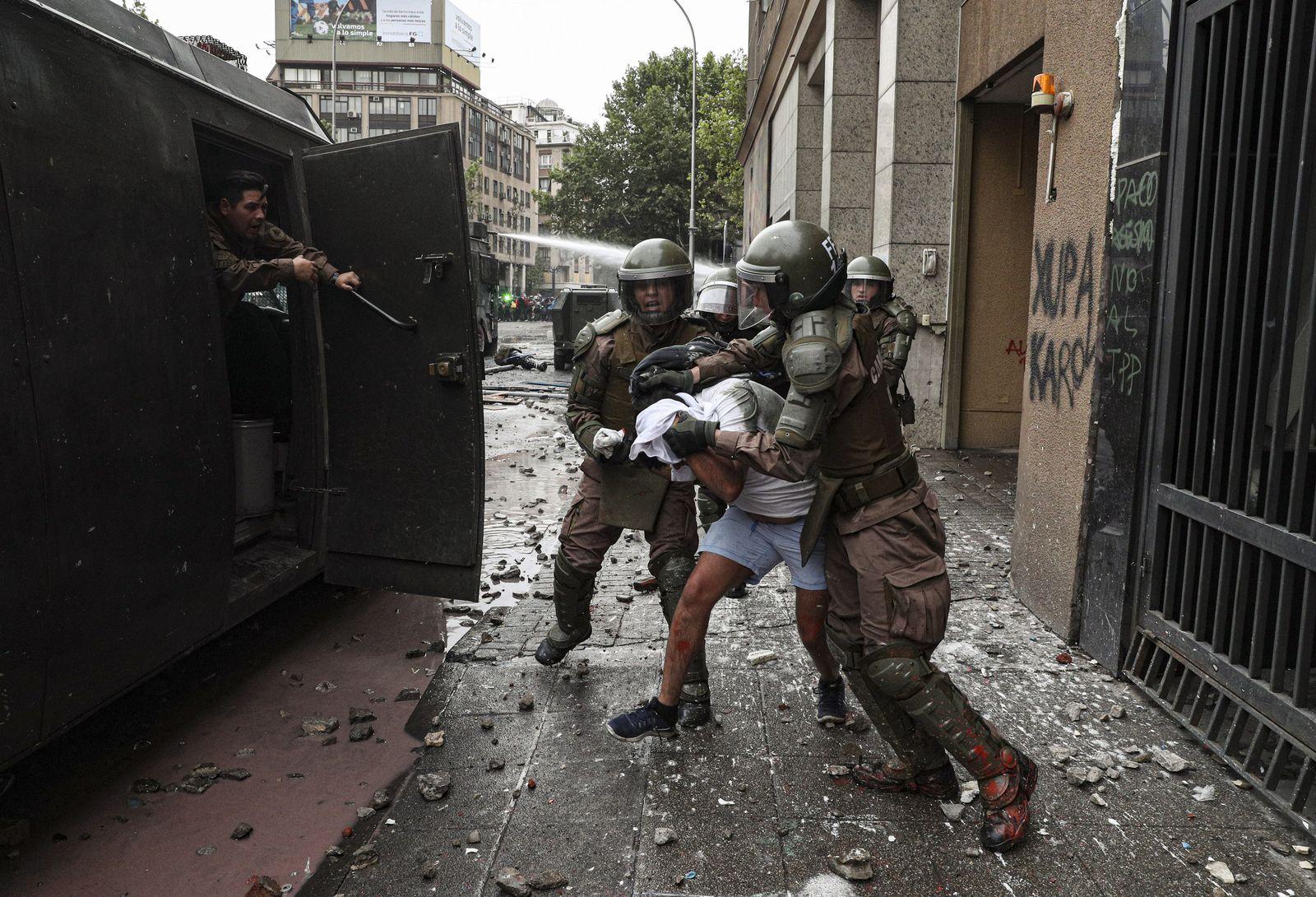 Chile/ Demonstration/ Polizei