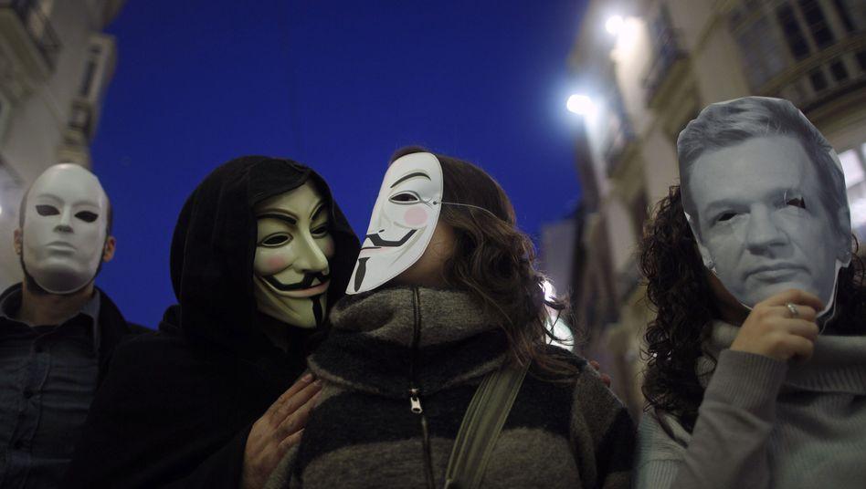 Anonymous-Anhänger (Archivbild): Lichtenergie, Kuba-Solidarität, Facebook-Vernichtung