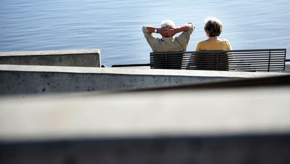 Senioren-Paar: Solange die Frau glücklich ist, ist alles gut