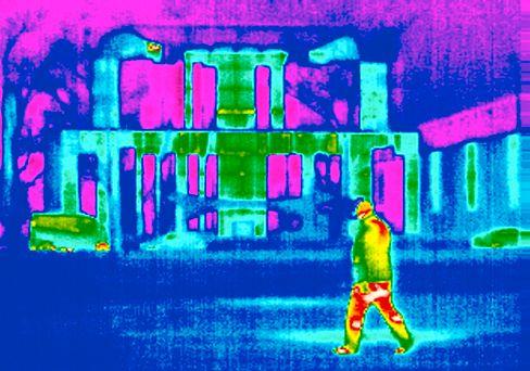 Wärmebild des Bundeskanzleramtes in Berlin: Mehr Anreize für gute Isolierung von Gebäuden
