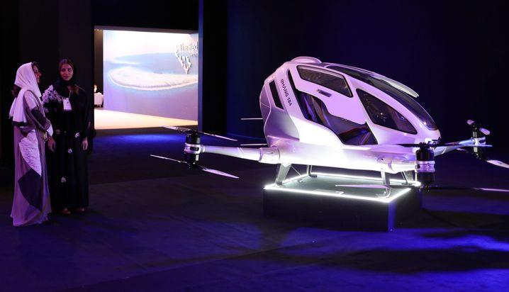 Drohnen-Taxi auf einer Neom-Ausstellung