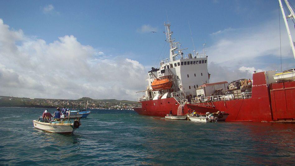 Frachter vor San Cristobál: 60.000 Liter Treibstoff an Bord