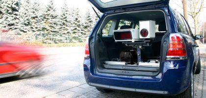 Von einem Radargerät nicht zu unterscheiden: Mobile Version des Kennzeichen-Scanners PoliScan Surveillance