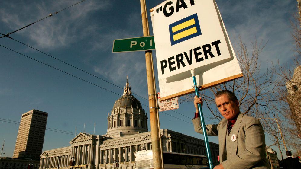 "Anti-Gay in USA: ""Haut ab, ihr Tunten"""