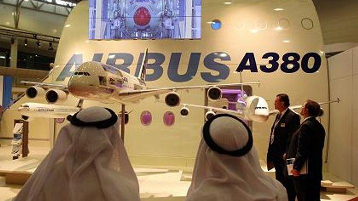 Arabische Flugschau: Der A380 über Dubai