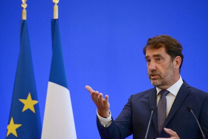 Frankreichs Innenminister Castaner bei der Pressekonferenz am Montag