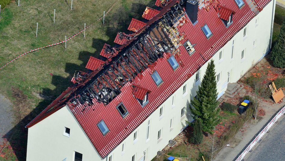 Ausgebrannter Dachstuhl in Tröglitz: Kapitulation vor den Endsätzen