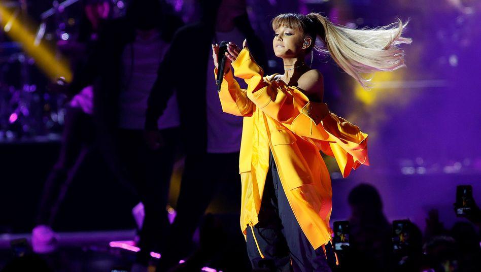 Ariana Grande live