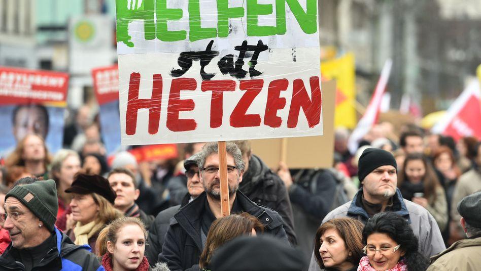 Demonstranten in Mannheim: Willkommen heißen statt ablehnen