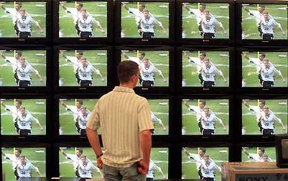 Müssen die Fans bei ARD und ZDF auf Bilder von der Fußball-WM verzichten?