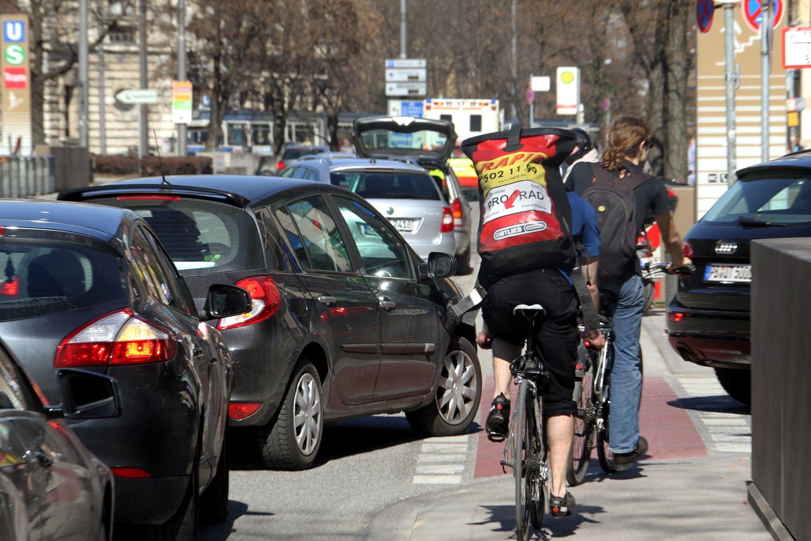 Radfahrer / Autofahrer