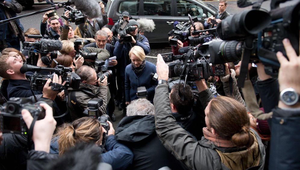 Julian Assange: Befragung in London