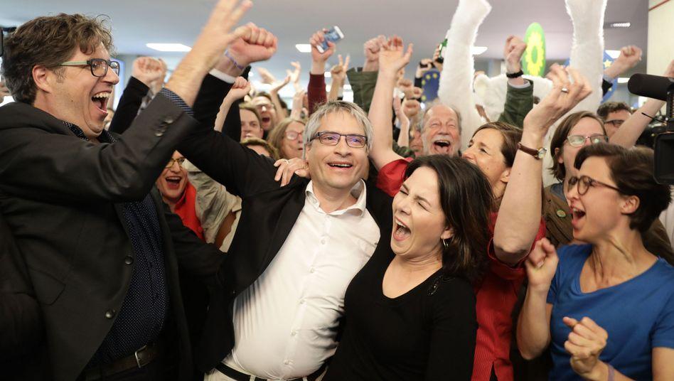 Grünen-Vorsitzende Baerbock und der Abgeordnete Giegold: Grün ist der Jubel