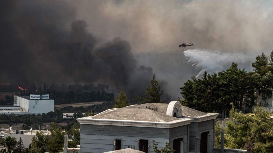 Dicke Rauchschwaden waren aus allen Stadtteilen Athens sichtbar: »Hinter uns ist die Hölle«