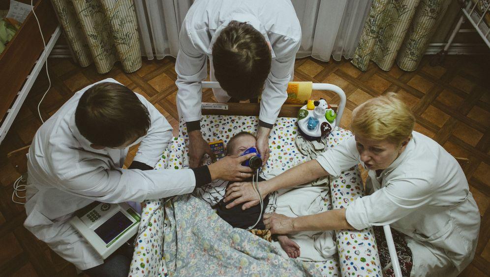 """Unterernährte Waisenkinder in Minsk: """"Wika, 19 Jahre alt, 14,5 Kilo"""""""