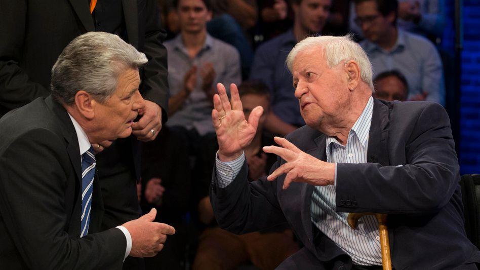 Gauck, Schmidt im Fernsehstudio: Schlagabtausch zur Krisenpolitik der Kanzlerin