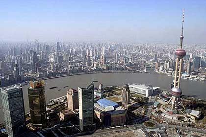 Die Skyline von Shanghai: Die Mieten sind so hoch, dass sich mehrere Studenten oft ein Zimmer teilen