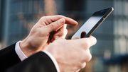 Acht junge Männer wegen Handy-Hacks festgenommen