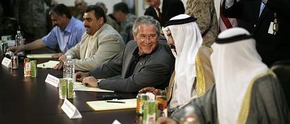 US-Präsident Bush, Stammesführer in al-Anbar (September): Probleme beim versprochenen Aufbau der irakischen Demokratie
