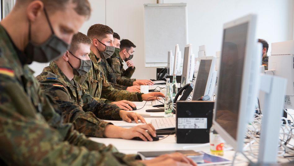 Gegen das Virus: Soldaten der Bundeswehr helfen bei der Nachverfolgung von Infektionsketten (Symbolbild)