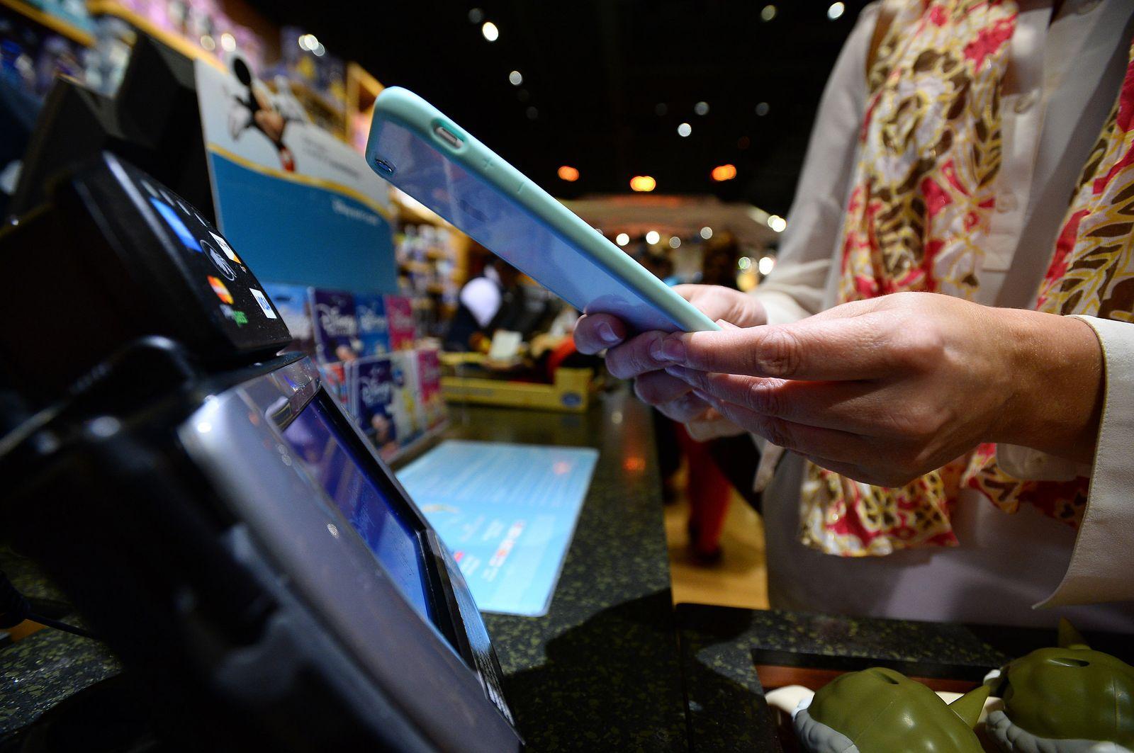 Apple Pay / Disney Store