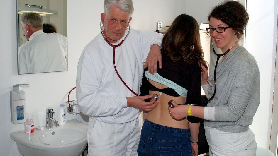 Medizinstudentin und Hausarzt: Es gibt nicht genügend Nachwuchs