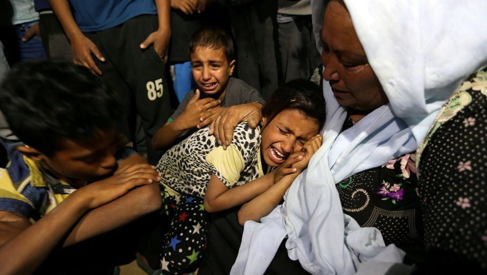 Familienangehörige trauern um die getötete Palästinenserin