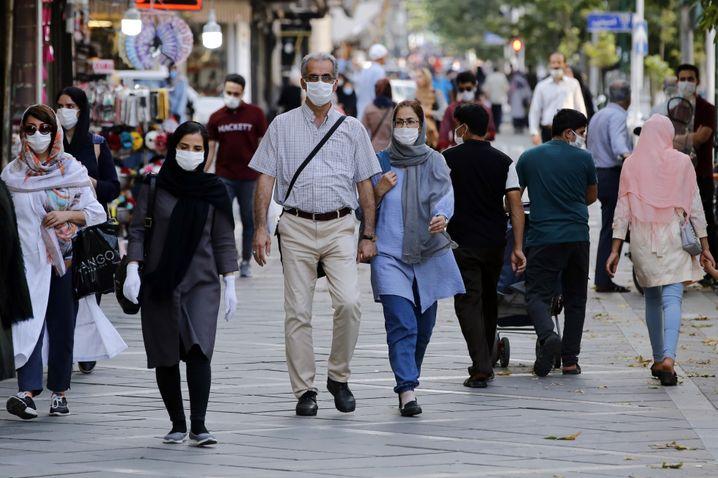 Szene in Teheran: Stabil hohe Zahl der Neuinfektionen und nun ein neuer Höchststand bei den täglichen Todesfällen