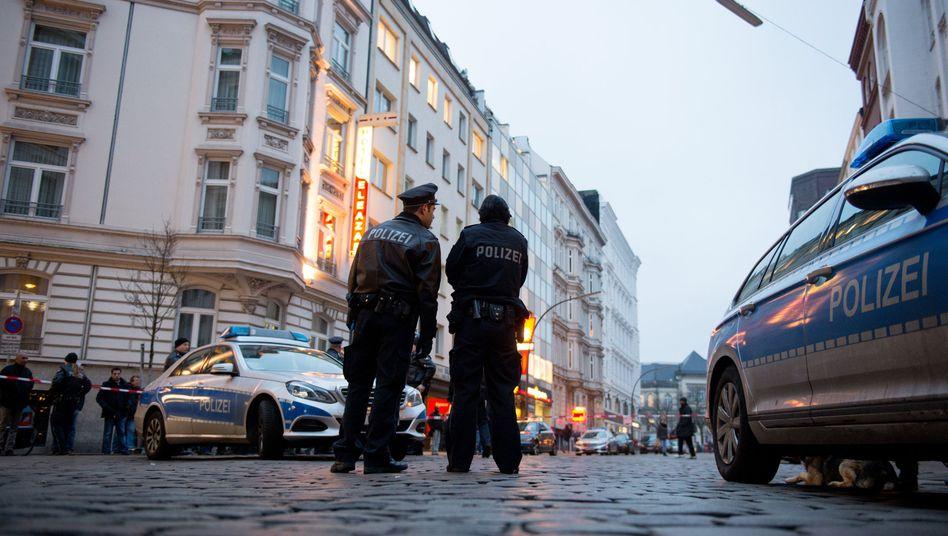 Polizisten im Hamburger Stadtteil St. Georg