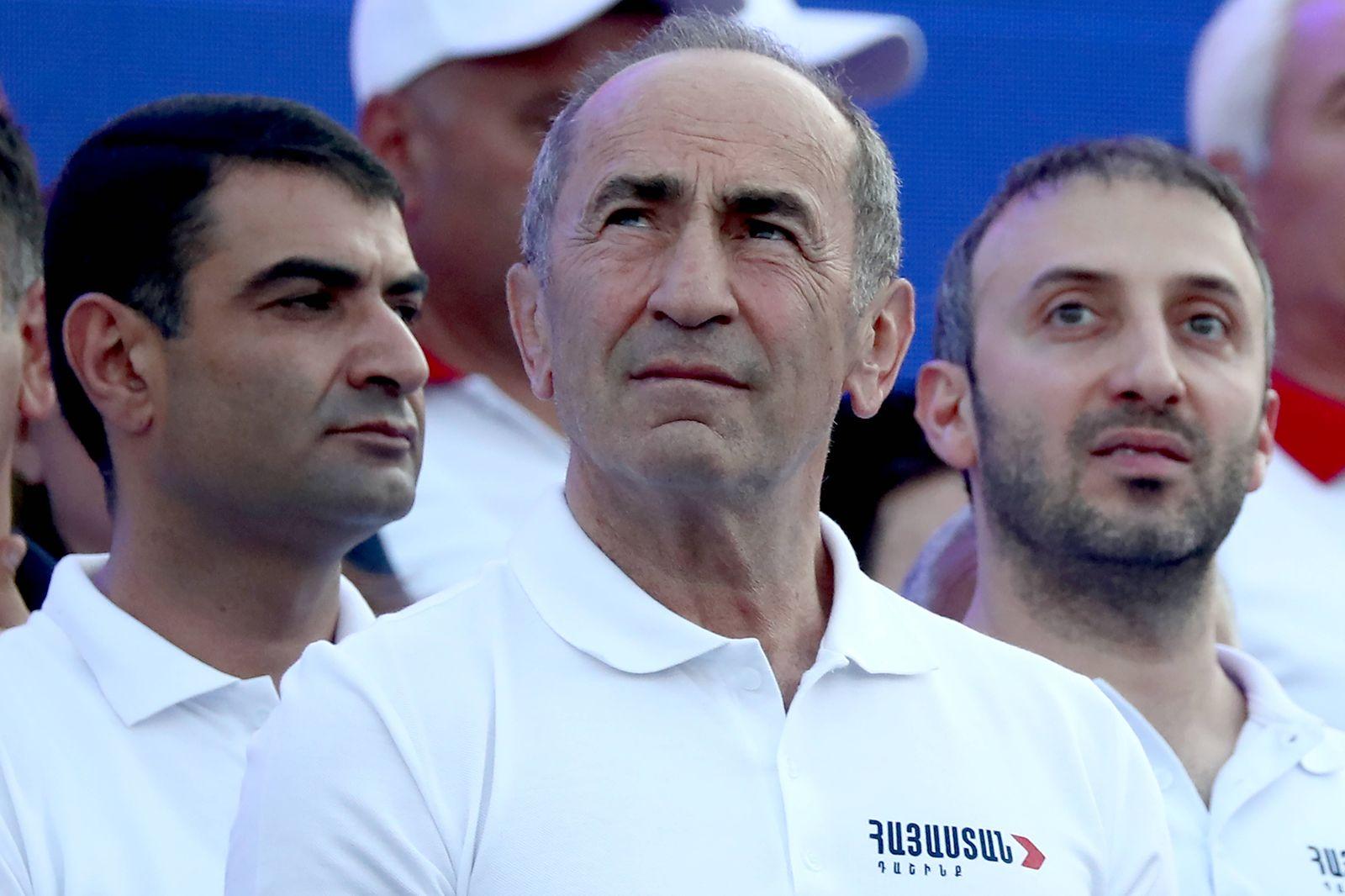 Armenien, Robert Kotscharjan Wahlkampf in Jerewan YEREVAN, ARMENIA JUNE 18, 2021: Armenia s former president Robert Ko