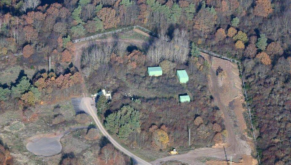 Luftbild des Bunkergeländes: Serverräume unter der Erde