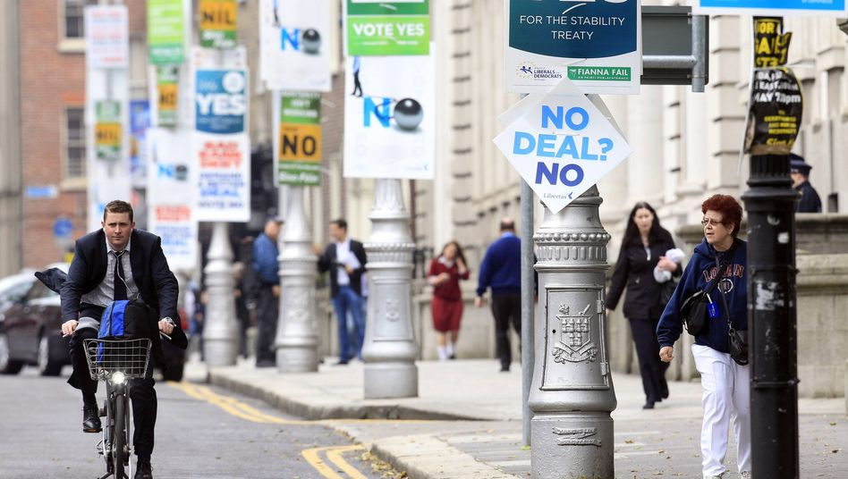 Posters for the fiscal pact referendum in Dublin (May 30 photo).