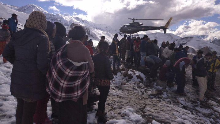 Unglück im Himalaja-Gebirge: Verheerender Schneesturm