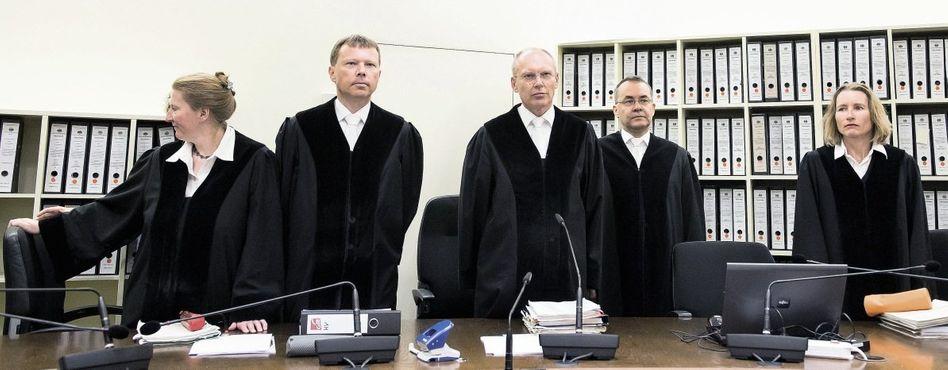 Vorsitzender Götzl (M.), Mitglieder des 6. Strafsenats des Oberlandesgerichts München