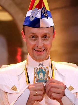 CDU-Politiker Merz beim Karneval: Bei der Offenlegungspflicht hört der Spaß für ihn auf