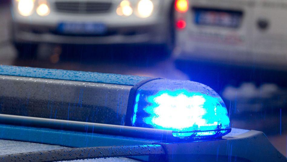 Polizeifahrzeug mit Blaulicht: Zusätzlicher Sirenenton und rotes Blinklicht geplant