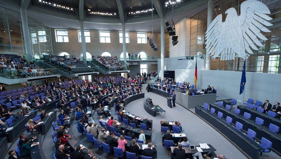 Bundestagsabgeordnete bei der Haushaltsdebatte: Warten auf Gaucks Diäten-Unterschrift