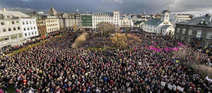 Proteste vor dem Parlament in Reykjavik (Archivbild)