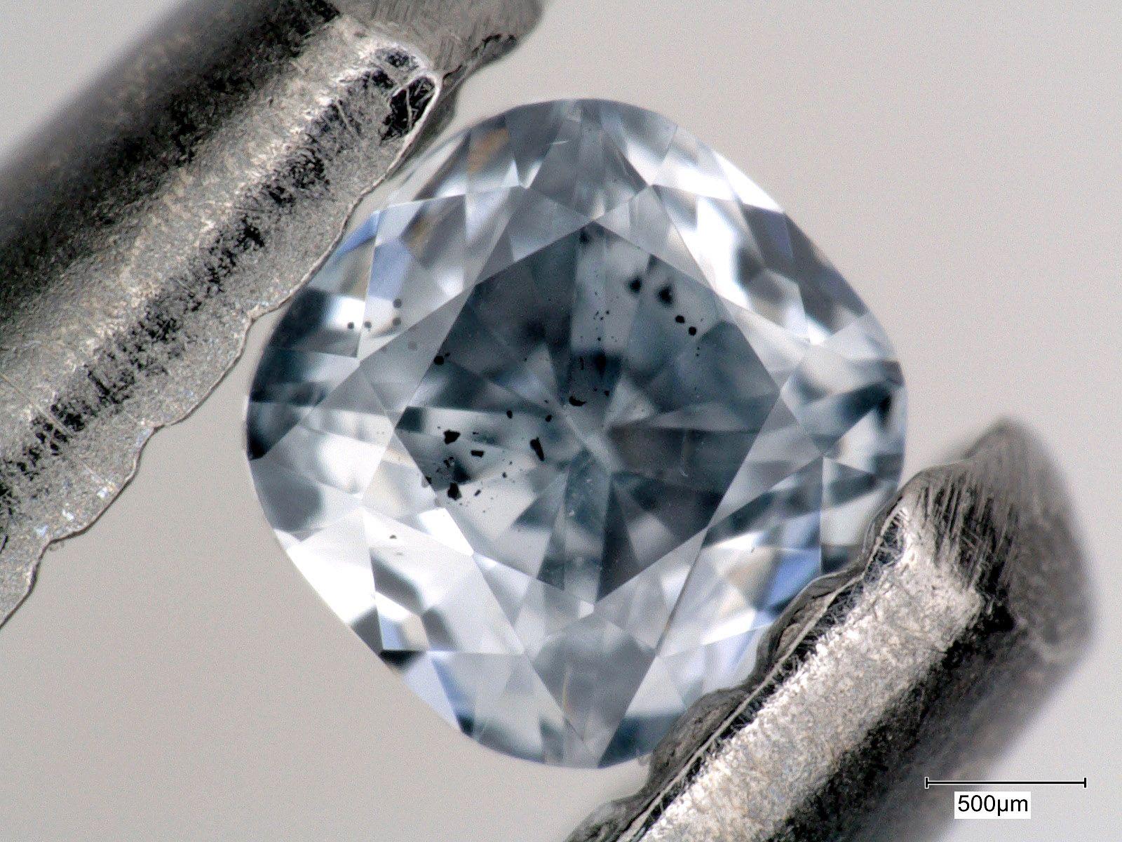 EINMALIGE VERWENDUNG blaue Diamanten