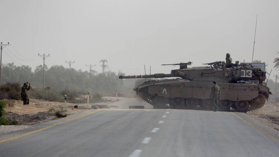"""Israelischer Panzer (an der Grenze zum Gaza-Streifen 2012): """"Übermäßige Gewaltanwendung"""""""