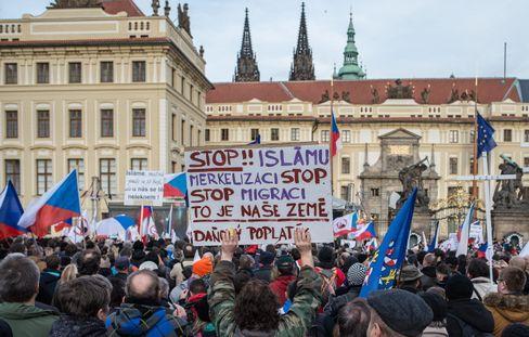 Demonstranten vor der Prager Burg: Gegen eine angebliche Islamisierung der Gesellschaft