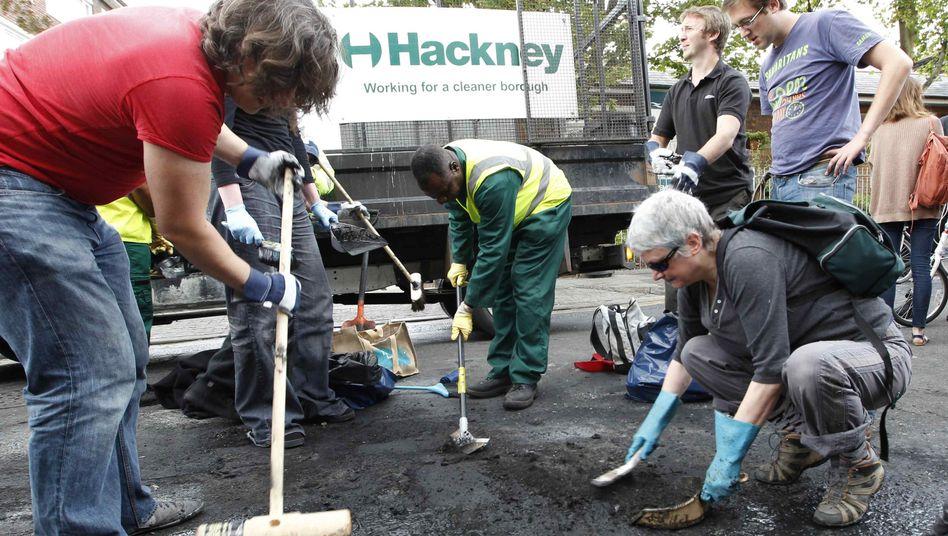 Engagement: Rund 300 Frewillige halfen allein im Stadtteil Hackney beim Aufräumen
