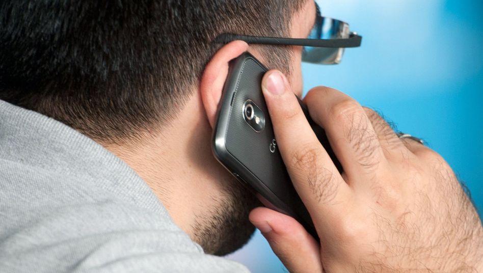 Handynutzer: Der Inhalt eines mitangehörten Telefonats bleibt eher im Gedächtnis