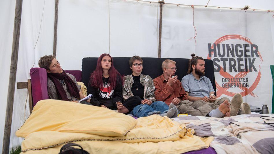 Hungerstreikende vor dem Kanzleramt: »Mörderische Haltung«