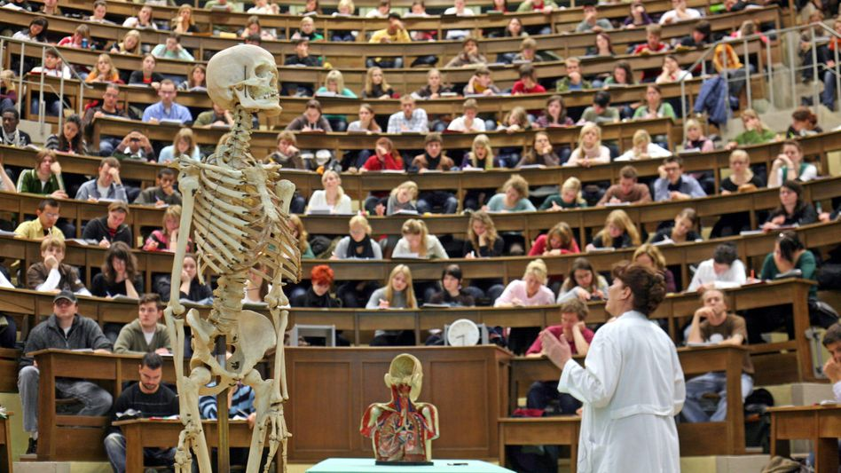 Medizinvorlesung: Flucht vor dem Numerus clausus ins Ausland